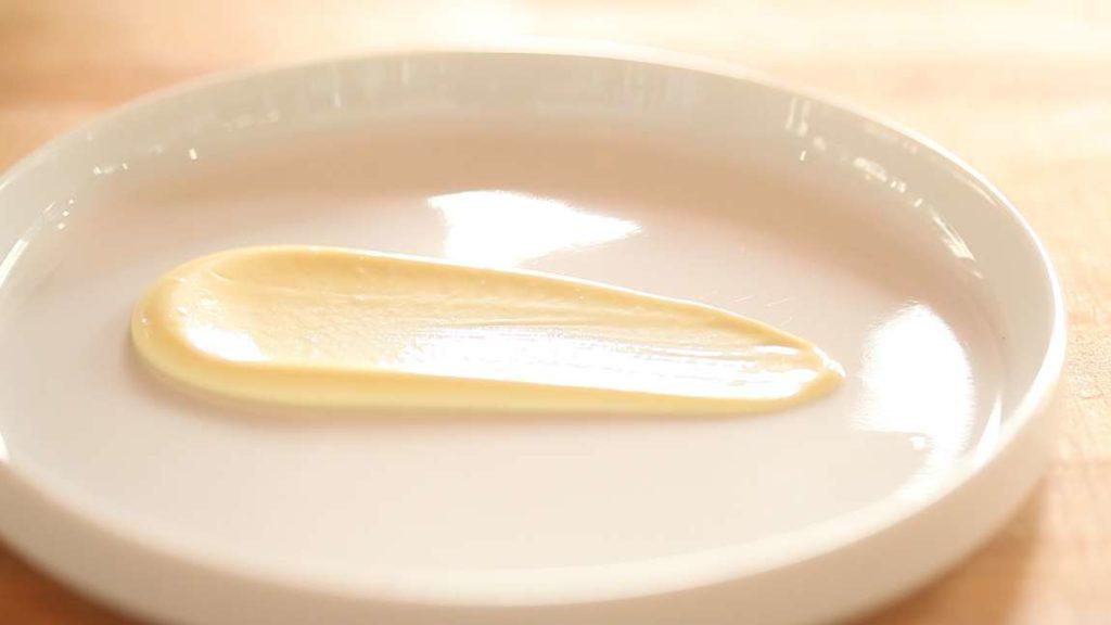 Ideální konzistence japonské majonézy.