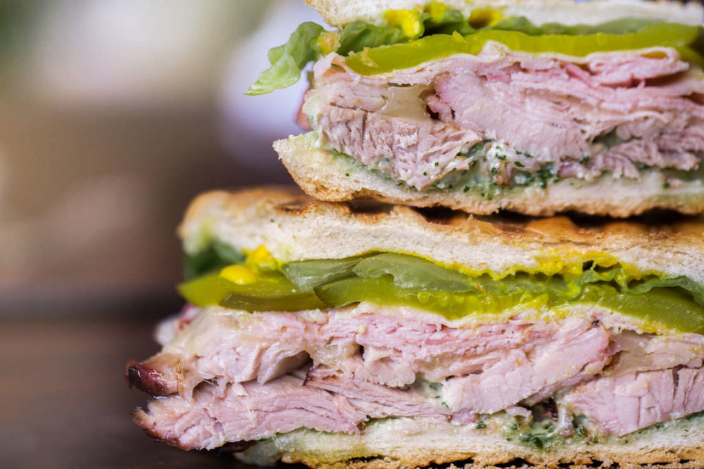 Šťavnatý kubánský sendvič je k nakousnutí. No ne?
