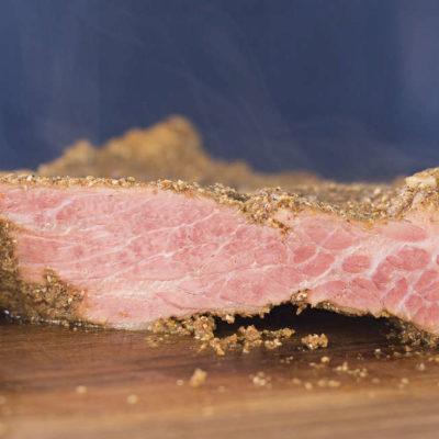 Chutí přetékající domácí konzervované hovězí s devítidenním nálevem (sous vide)