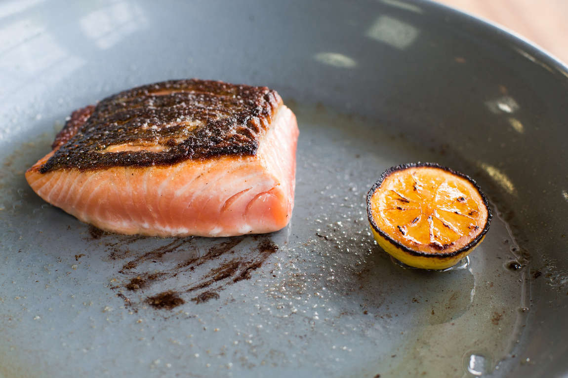 Skvělý sous vide losos s bylinkovým olejem