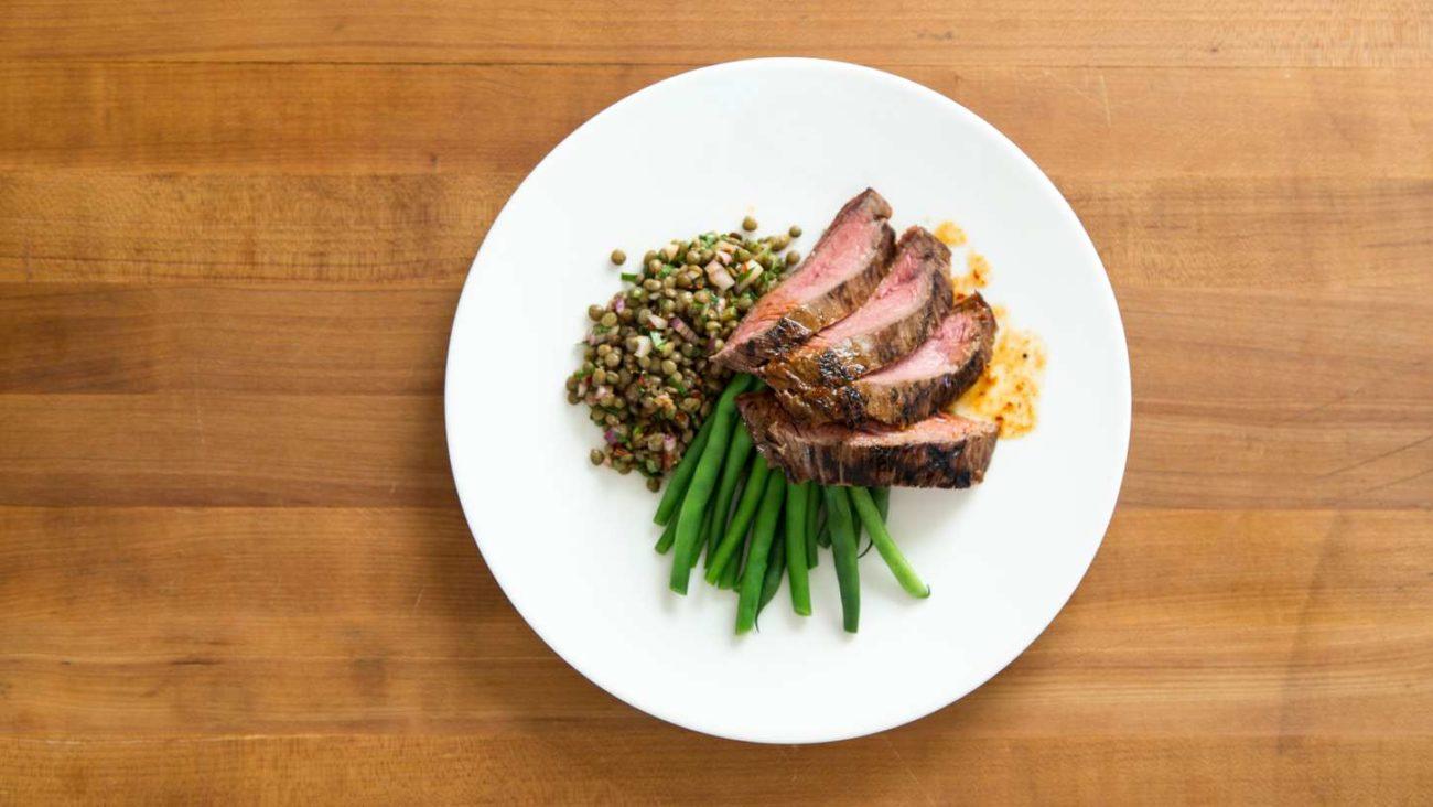 Sous vide krabičková dieta jednoduše doma: Flank steak s čočkou a zelenými fazolemi