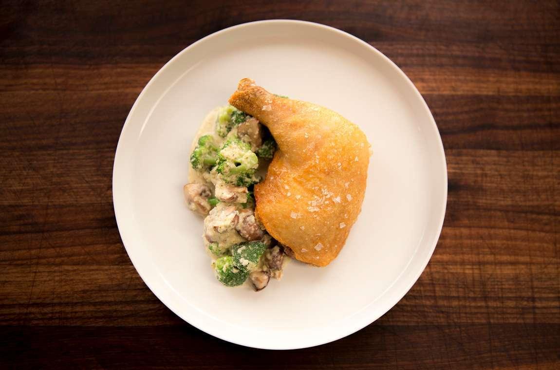 Křupavé kuřecí kousky s brokolicovo-sýrovou omáčkou