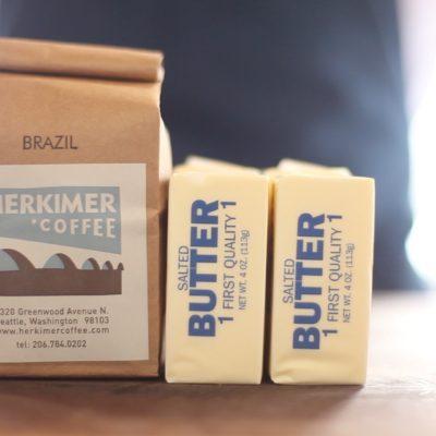Kávové máslo je vhodné k přípravě dezertů i jako ingredience pro přípravu steaků