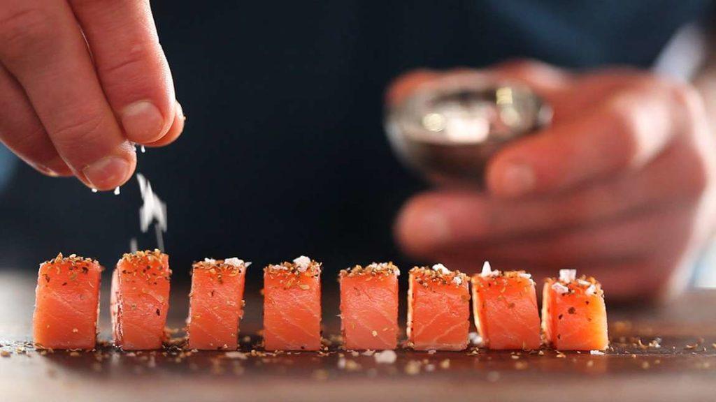 Nakrájíme a ochutíme lososa