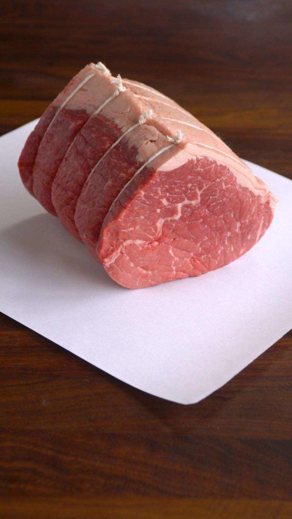 Při přípravě roastbeefu se zaměříme na méně prorostlé maso.