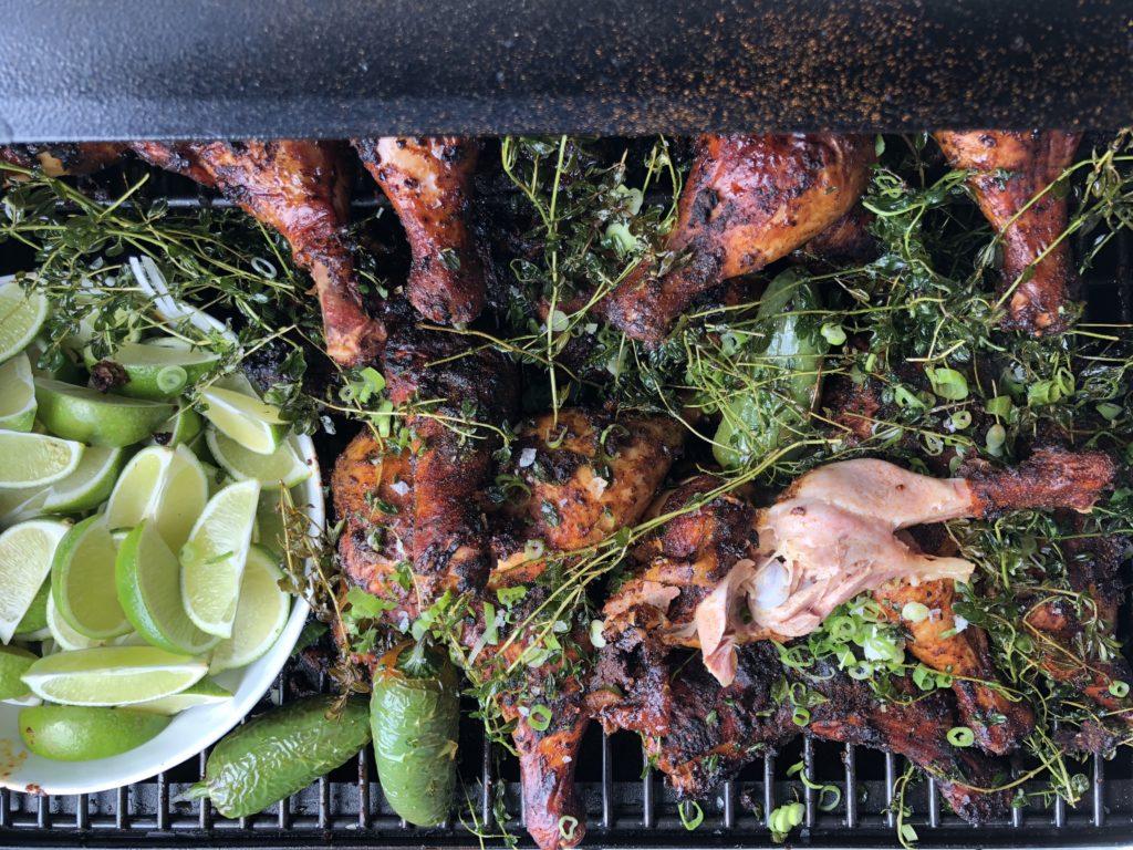 Představujeme vám recept na výborné kuřecí stehno, které se díky sous vide přípravě téměř rozpadá.
