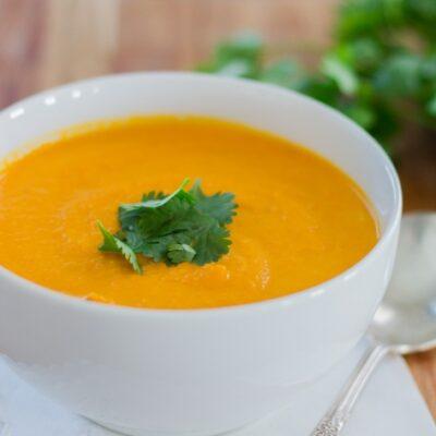 mrkvová polévka s curry