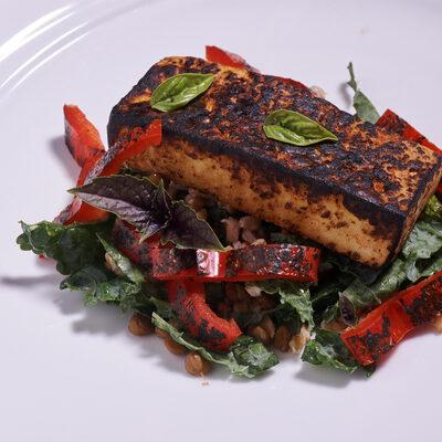 marinované harissa tofu