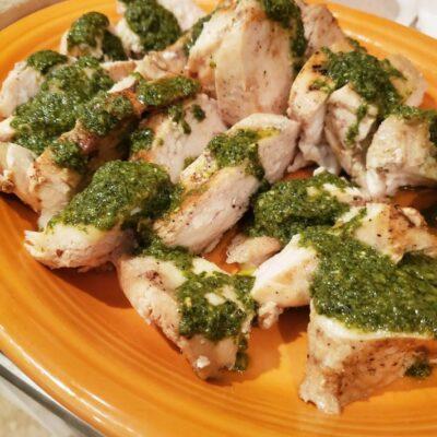 kuře s bazalkovým pestem